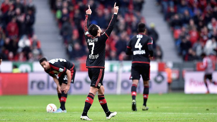Perayaan gol Chicharito ketika cetak gol k
