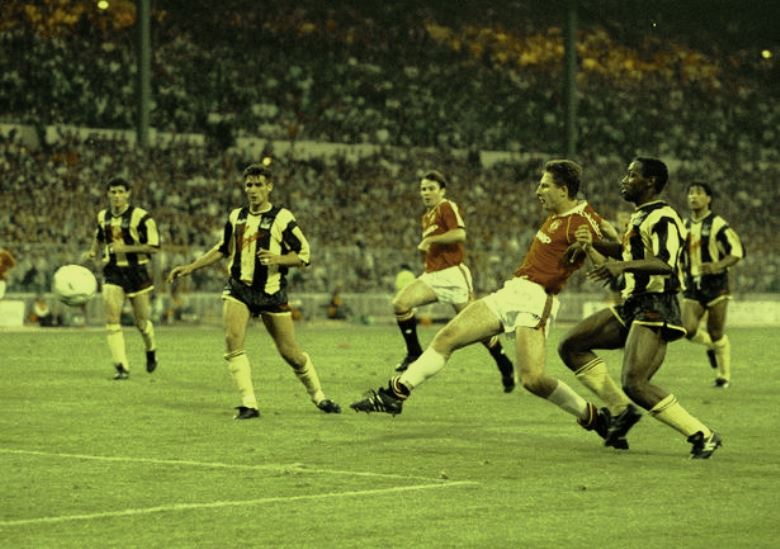 Final Piala FA, Nasib Van Gaal, dan Penerus Lee Martin