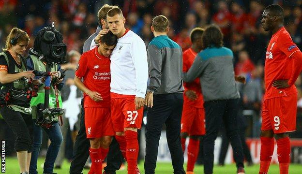 Para pemain Liverpool yang bersedih. (foto: bbc.co.uk)