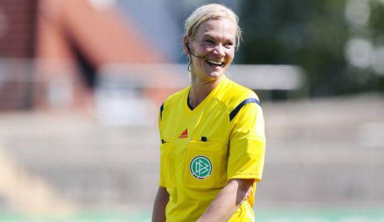 Bibiana Steinhaus Jadi Wasit Perempuan Pertama di Bundesliga Musim Depan