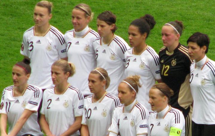 Persaingan Perempuan Jerman dan Perempuan Amerika di Lapangan Hijau
