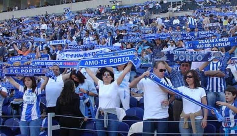 Syal Perdamaian Suporter FC Porto