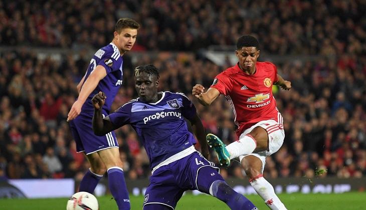 Ibrahimovic dan Rojo Alami Cedera Lutut