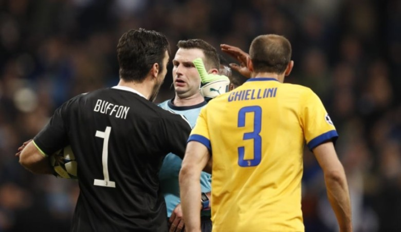 Kejahatan Oliver dalam Ironi Karier Buffon