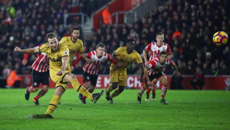 """Harry Kane: """"Rumput Bergerak ketika Saya Menendang Bola"""""""