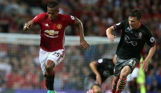 Antonio Valencia: Ibra dan Mou Buat Man United Kembali Disegani