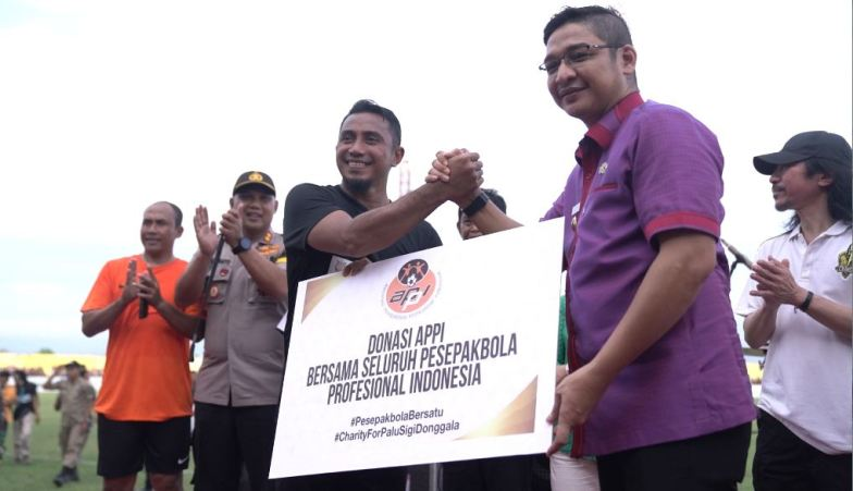 Menghibur Korban Bencana Gempa dan Tsunami Palu Lewat Sepakbola