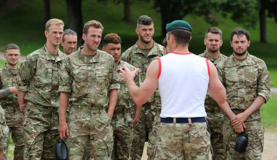 Pemain Timnas Inggris Jalani Latihan Bersama Marinir
