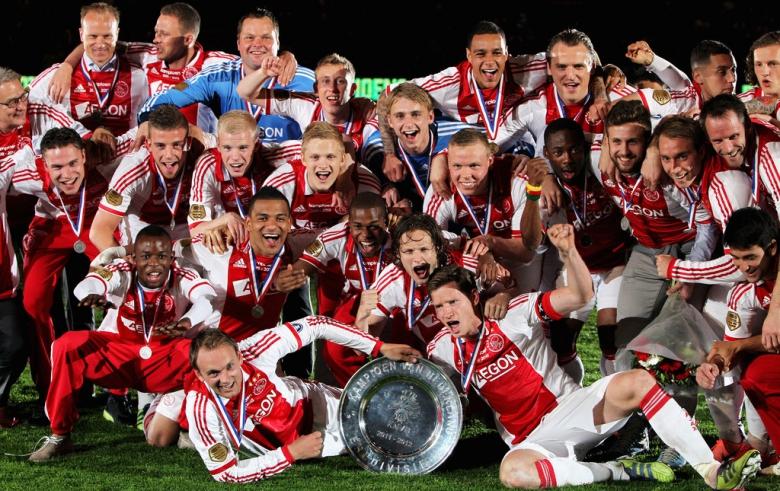 Menilai Kesuksesan Ajax dari Perspektif Khusus