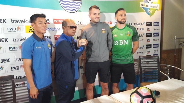Kekaguman Simon McMenemy, Keinginan Persib Bandung