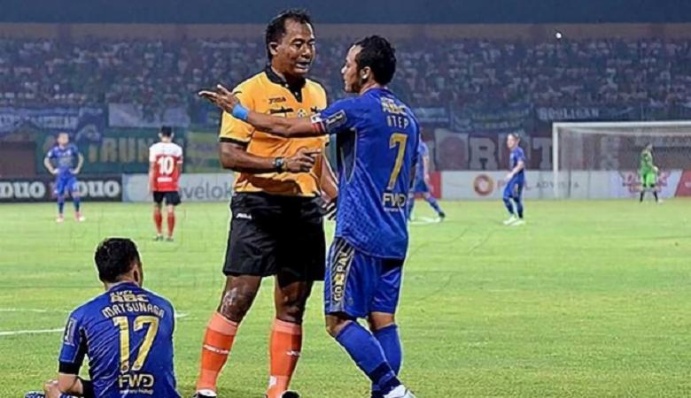 Wasit Memang Masih Menjadi Masalah di Sepakbola Indonesia