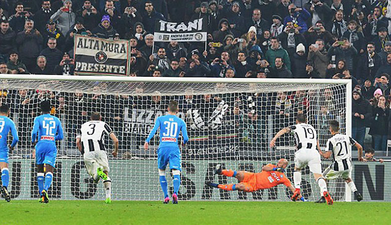 Celah yang Bisa Dimanfaatkan dari Perbedaan Gaya Bertahan Napoli dan Juventus