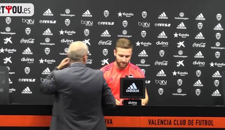 Siapa yang Akan Dilepas Valencia, Andre Gomes atau Shkodran Mustafi?