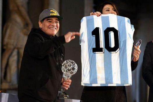 Hutang 40 Juta Euro Mengganjal Maradona untuk Jadi Duta Napoli