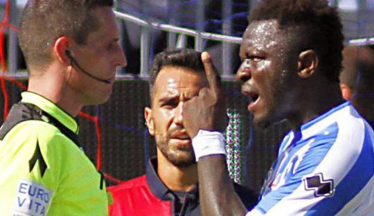Menendang Rasisme Keluar dan Melarangnya Masuk ke Sepakbola