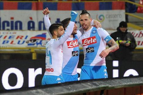 Hamsik dan Mertens Hat-Trick, Napoli Hancurkan Bologna 7-1