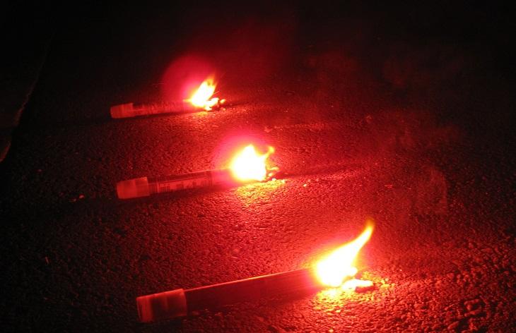 Tentang Kembang Api dan Suar yang Dilemparkan Itu....