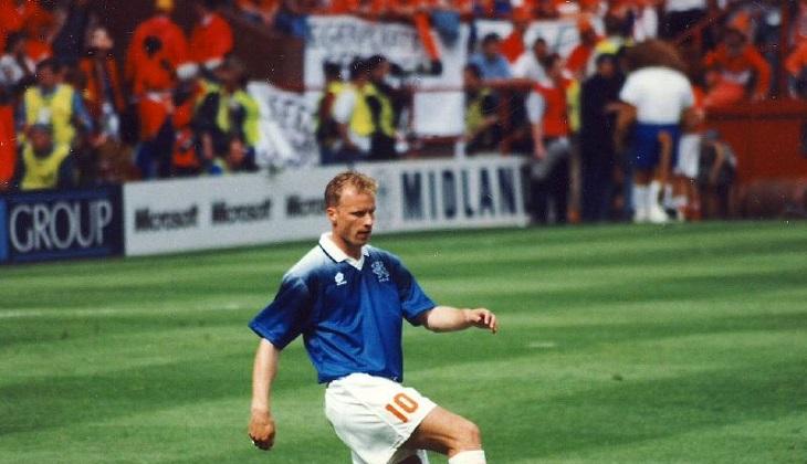 (26 September) Debut Dennis Bergkamp di Timnas Belanda