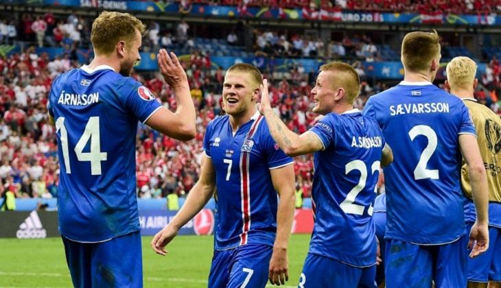 Gol Kontroversial Bawa Islandia Menangkan Pertandingan