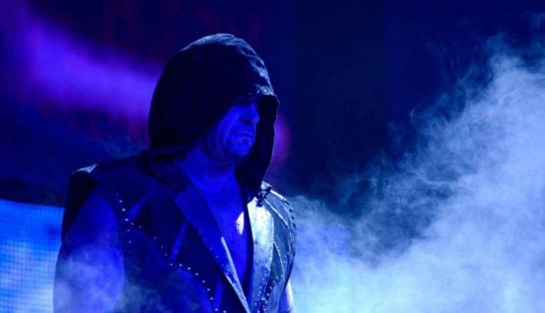 Lampu Stadion Padam, The Undertaker Datang...