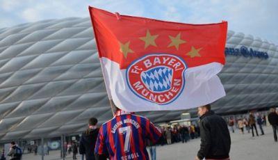 Bendera Merah-Putih Suporter Bayern Munich