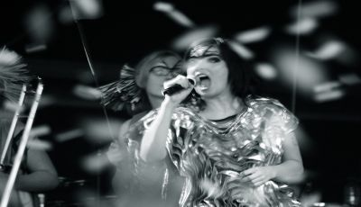 "Islandia dan ""Possibly Maybe"" Bjork"