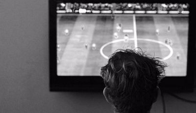 Bapak dan Sepakbola dalam Kenangan Suporter Layar Kaca