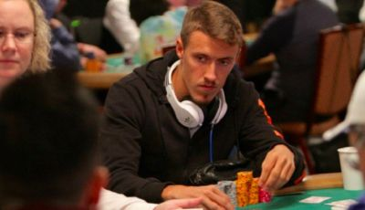 Main Poker, Liburan Seru a la Max Kruse