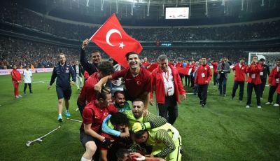 Bersama Merasakan Kebahagiaan di Vodafone Arena