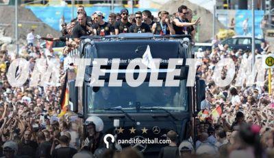 Antara Bus Pemain, Sepakbola, dan Om Telolet Om