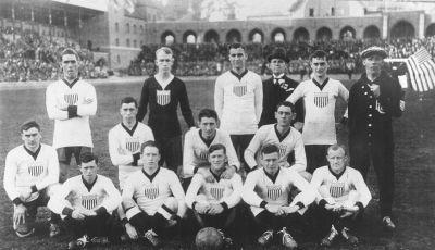 Pertandingan Internasional Pertama di Luar Inggris Raya