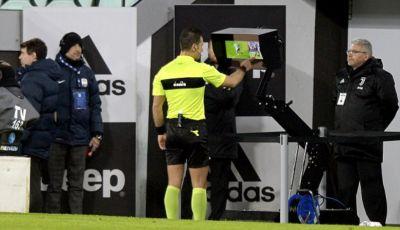 Melihat Keputusan Wasit untuk VAR di Laga Feyenord vs Vitesse